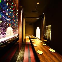 団体様でも個室でご宴会!38名様までの個室もご用意しております。優しい雰囲気の和飾りと木目の温もりある和モダン空間はプライベートな飲み会から会社宴会まで幅広くお使いいただけます☆雰囲気抜群の空間で上質な時間をお過ごし下さい。