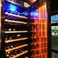 価格帯は2000円~と非常にリーズナブルなワインを取り入れております。グランドメニューと、毎月変わるオススメワインをディリーに味わえます。