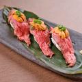 料理メニュー写真うにく寿司 3貫