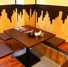 2名様~ご利用いただけるテーブル席完備しております。