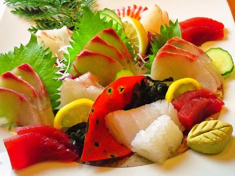 旬の新鮮魚介料理に舌鼓!地元のリピーター客に親しまれる本格割烹料理居酒屋
