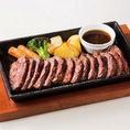 大型オーブンでしっかりと焼き上げられた「牛サガリ」はまさに絶品!