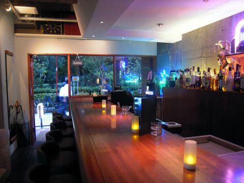 お昼はカフェ!夜はBar!!いつ来ても楽しめるカフェが2010年5月新宿御苑に誕生!!