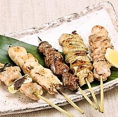 料理メニュー写真国産鶏 串焼き盛り合わせ (たれ・塩)
