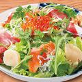 料理メニュー写真海鮮サラダ<わさびドレッシング>