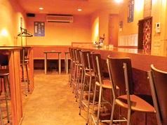 1階テーブル席2名様×3卓、6名様×1卓ご用意しております。仕事帰りに同僚と、友人と♪