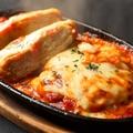 料理メニュー写真トマトチーズ煮込みハンバーグ