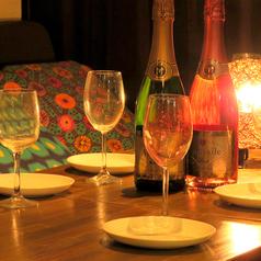 【飲み放題】宴会コースは全て50種類以上の飲み放題付き★新宿エリアでコスパは最上級♪飲み放題は最大3時間!!最大60名の大型宴会や中型宴会などお楽しみ下さい♪新宿 個室 飲み放題