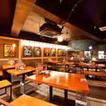 ご宴会や少人数の飲み会にもおすすめのオープンキッチンが見えるテーブル席、最大20名様まで可能。飲み放題付コース2980円~
