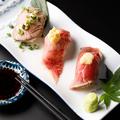 料理メニュー写真肉寿司三種盛り