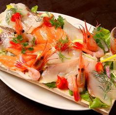 料理メニュー写真溢れる4色の新鮮鮮魚カルパッチョ(タイ・ぶり・甘えび・サーモン)