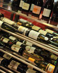 豊富な種類を取りそろえたワインセラー