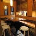 ソファーのテーブル席を2卓合わせてご利用が可能です!最大で8~9名様程までOK♪(※9名様は若干お詰め頂きます)