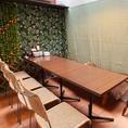 【会社の宴会・女子会お待ちしております】お店に入って1番奥には半個室のテーブルのお席が!6名様から12名様までお掛けになれますので、会社の宴会や女子会にご利用ください♪