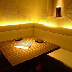 ■テーブル席:1名様~2名様までご利用頂けます■人気のL字完全個室もございます。ご友人との飲み会やデートにも完全個室をご用意致します。大切な方とのお食事にもぜひご利用くださいませ! 落ち着いた雰囲気でのお食事をご堪能あれ♪人気の高い個室席ばかりえおご完備しておりますのでお気軽にお越し下さい!予約可能◎