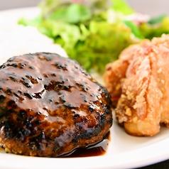 料理メニュー写真洋食屋さんハンバーグ&からあげ弁当