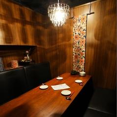 シャンデリアのついたムードある個室