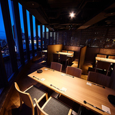窓からは神戸の山側の夜景が一面に広がる!都会の喧騒と自然とを眺めながらの接待や宴会が可能です。半個室のテーブル席ですので靴を脱ぐことなくお楽しみ頂けます。2名様~ご利用可能ですのでお気軽にご来店ください。飲み放題付の宴会コースだけでなく厳選素材を使用した和食料理や相性抜群なお酒も豊富にございます