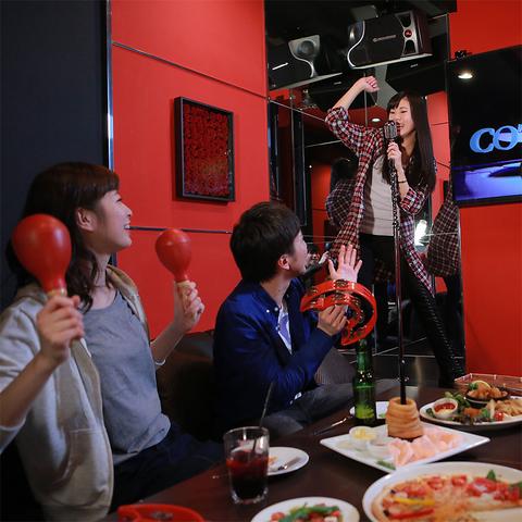 ★豪華なルームに、美味しい食事・ドリンク と 派手な照明・良音響のカラオケ店★