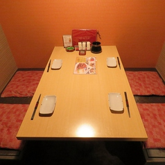 4名迄の半個室席