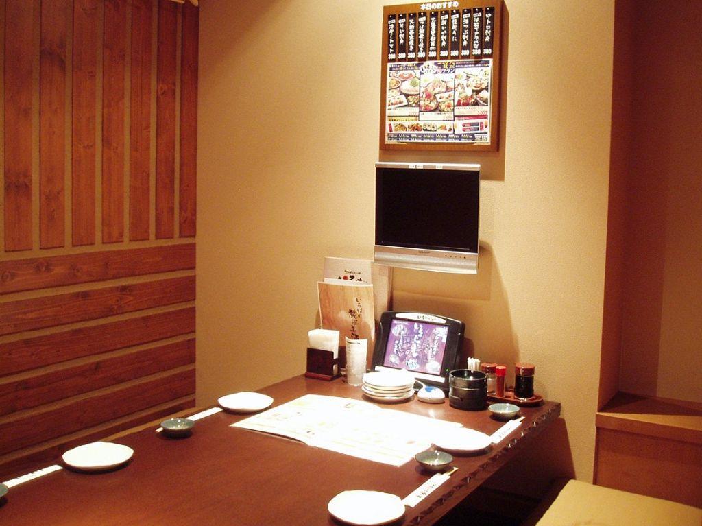 個室も各種完備!ご家族と一緒のお食事も、仲間との地元宴会にも♪カラオケも楽しめる個室もあります