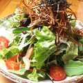 料理メニュー写真サクサク亜もんサラダ