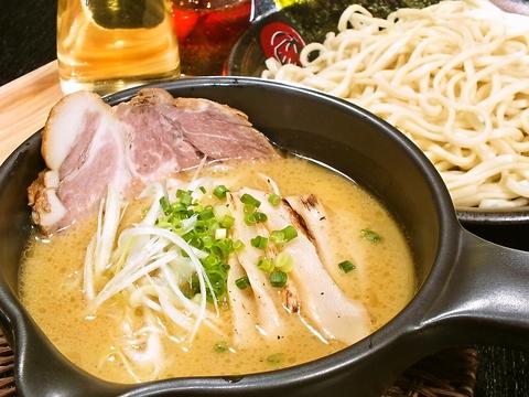 鹿児島地鶏を丸ごと炊き上げ良質コラーゲンと旨味を凝縮したスープはコクがあり絶品★