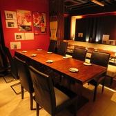 ソファー席以外にも中団体でご利用頂けるテーブル席がございます。