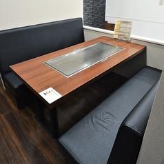ゆったりとお寛ぎ頂けるソファータイプのテーブル席をご用意しております。