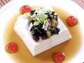 料理メニュー写真キュウリサラダ、ピーマンとピータンの冷菜