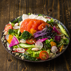 料理メニュー写真14種の野菜とスーパーフードのパワーサラダ