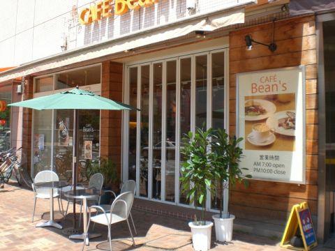 71席の広々ゆったりカフェ。こだわりのコーヒーやワッフル等が人気です。