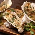 料理メニュー写真広島県産 ハーブ香る大粒牡蠣の香草バター焼き
