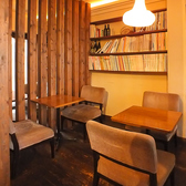 どの席も、座り心地の良いソファタイプ。落ち着いた空間の中で、ゆっくりとおくつろぎください。