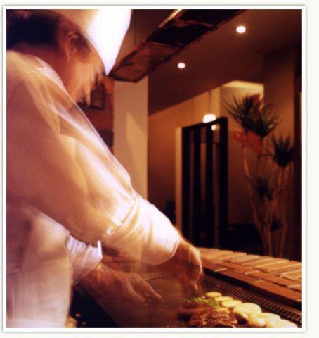 40年の伝統のタレと吟味された上質なヒレ肉を楽しめる、老舗ステーキ店。