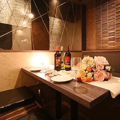 【2~4名様掘り炬燵席】デートや接待に安心してご利用頂ける掘りごたつの個室です。特別感のあるプライベート空間で鉄神の本格鉄板料理をどうぞお楽しみください。