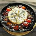 料理メニュー写真カマンベールチーズと夏野菜のアヒージョ