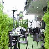 柱が無い店内なので、どこからでも見渡せます♪緑を基調としたスタイリッシュな会場で、素敵なパーティーを!素敵なテラスは20名席ご用意!暖房も完備してます!!