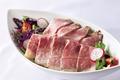 料理メニュー写真和牛のローストビーフサラダ