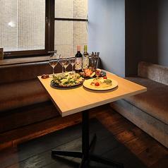 ソファー席の個室を4名×1卓をご用意しております。