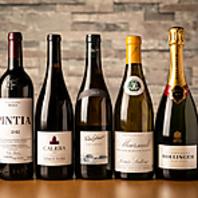 約60種ほどのワインを常時とろ揃えております。