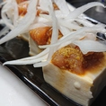 【わさやっこ】うんまい豆腐にうんまい青森シャモロックのとりわさ。こんな天気にスカッとピリッと脳天まで突き刺さる食欲の刺激。