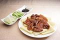 料理メニュー写真牛肉の煮込み/豚肉の甘味噌炒めクレープ包み/干高菜漬けと豚バラの煮込み