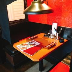 2名用テーブルは2卓ございます。