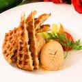料理メニュー写真キャラメルムースのアイスクリームワッフル添え