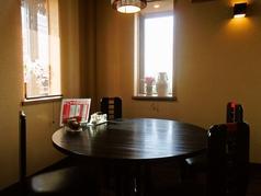 テーブル席は4人掛けが9卓ございます。