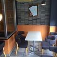 【2F】スタイリッシュな空間でおしゃべりに、お食事に・・・