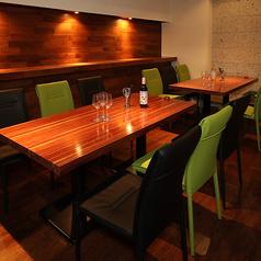 テーブル席の個室を14名×1卓をご用意しております。