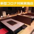 当店は掘りごたつのお座敷席も完備しております。お席一つ一つに鉄板のご用意がございますので熱々のもんじゃをお楽しみいただけます。