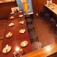 【テーブルソファ】テーブル同士を繋げれば最大10名様までのご利用も可能です。